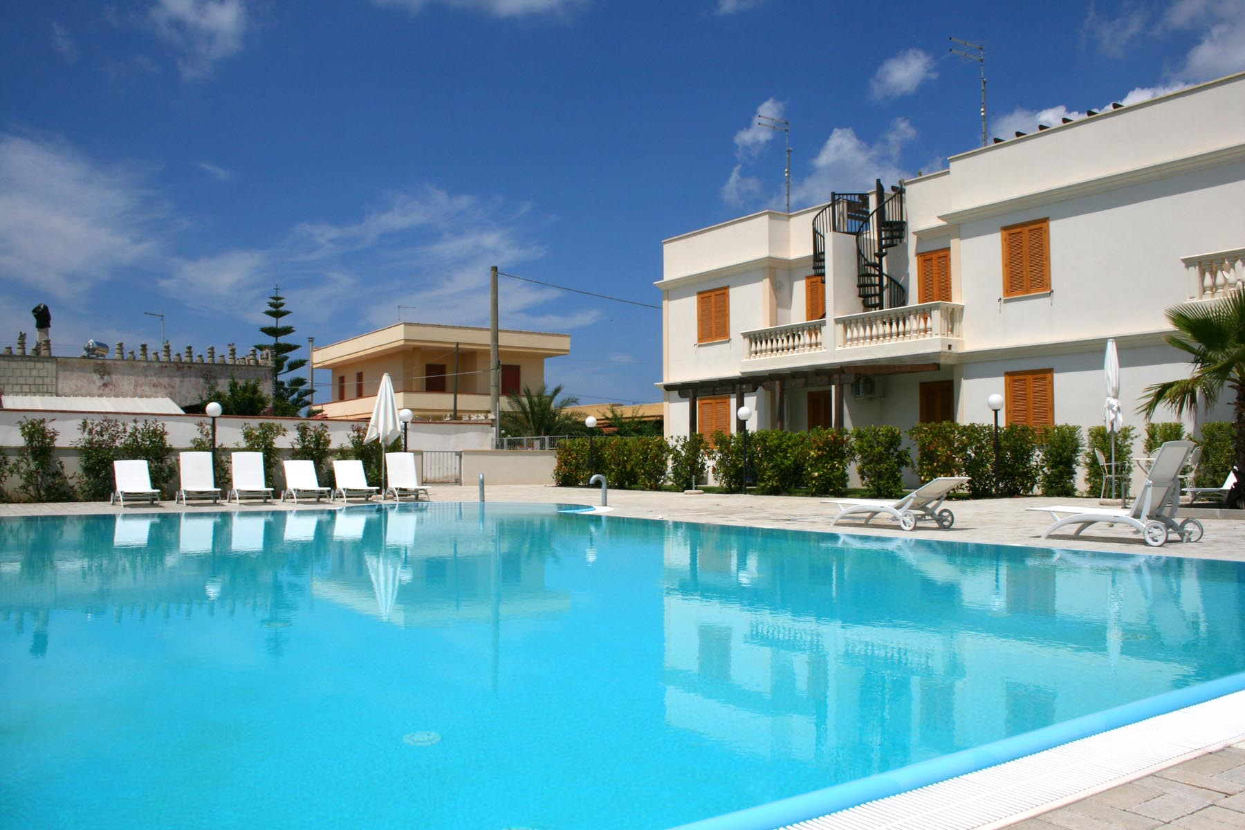 Apartment with pool for sale in puglia italy italyflavours for Pool apartments